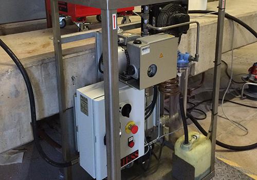 Friess Vakuumölentwässerungsanlagen entfernen Wasser, Gase und Schmutzpartikel aus Hydraulikölen